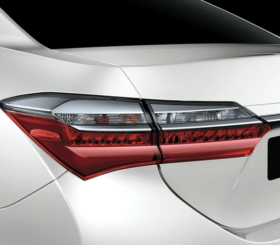 Cụm đèn sau với thiết kế đặc biệt sắc nét cùng dải đèn LED dài mạnh mẽ.