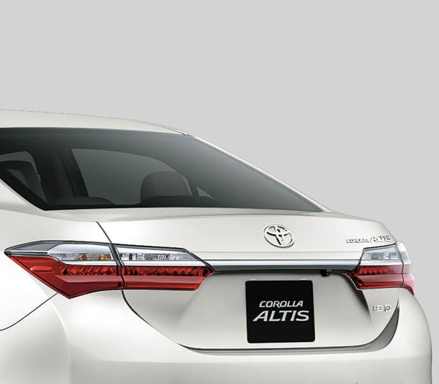 Phần đuôi xe hài hòa, tinh tế. Xe trang bị LED cho cụm đèn sau thiết kê liền mạch.