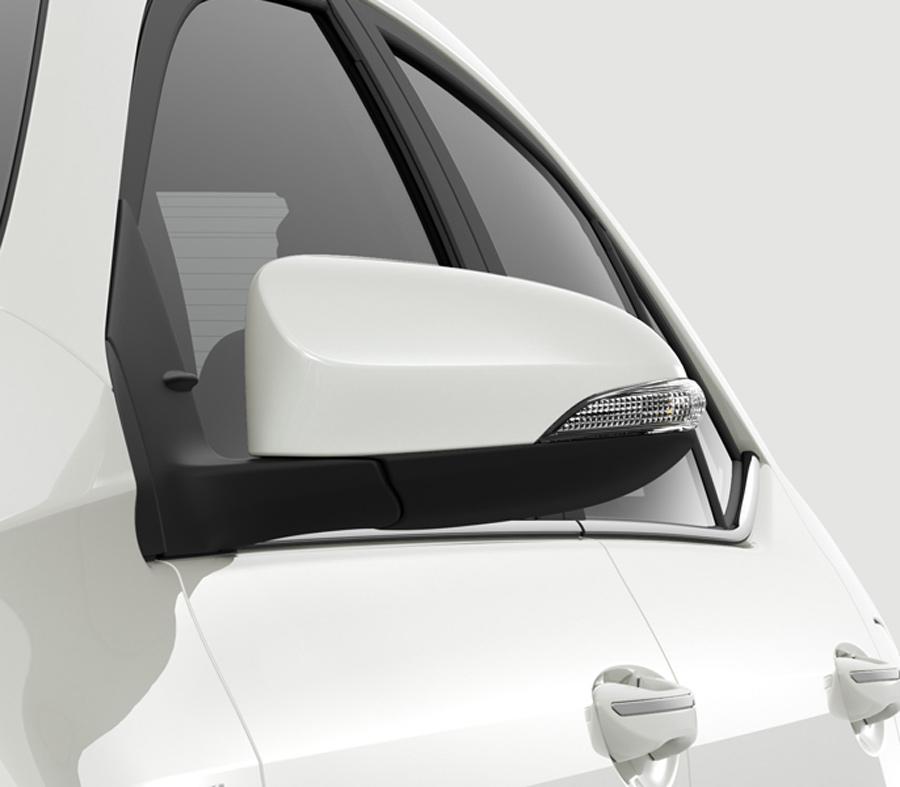 Gương chiếu hậu cùng màu thân xe, tích hợp đèn báo rẽ và chỉnh điện.