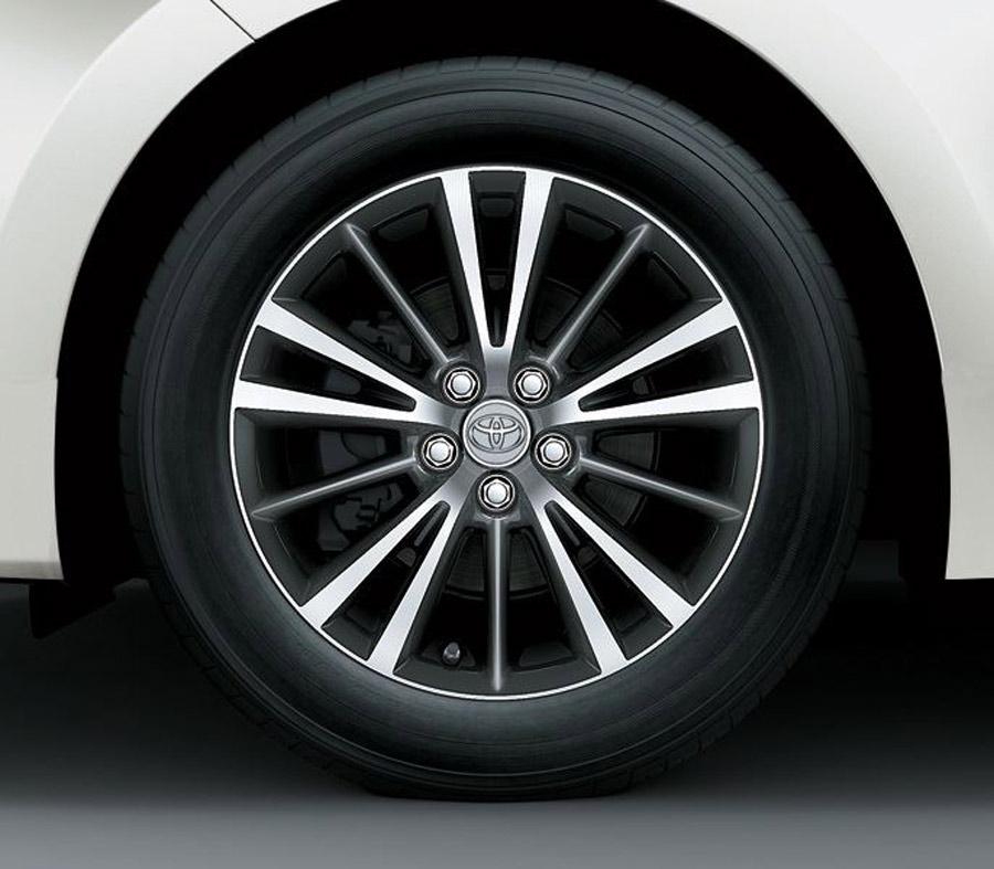 Mâm xe thiết kế đơn giản, Corolla Atis vẫn mang đậm chất thể thao & sang trọng.
